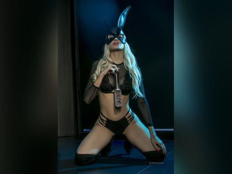 AlinaVolkov-A passionate blonde-Gazing Blonde