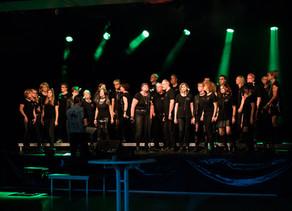 """Köppern. Gelungenes Konzert von """"QuerBeat"""" – Besucher drängen sich vor der Bühne"""