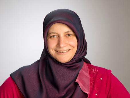 Muslimische Sprachtrainerin ermöglicht Start ins fremde Land