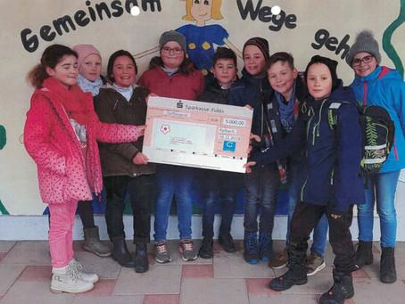 Sensationeller Einsatz - Schüler aus Kalbach veranstalten Spendenlauf