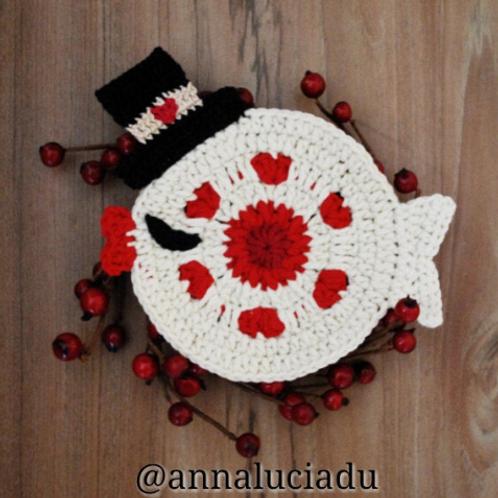 Crochet fish heart coaster pattern