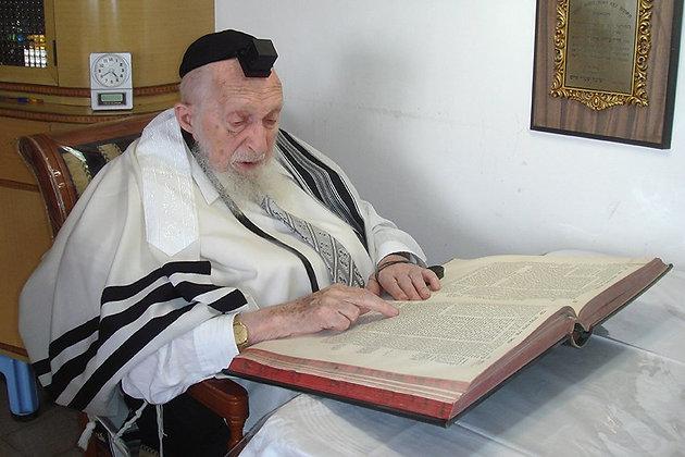 הרב שיינברג לומד