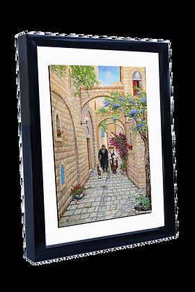 חסידים מהלכים בסמטה בעיר העתיקה