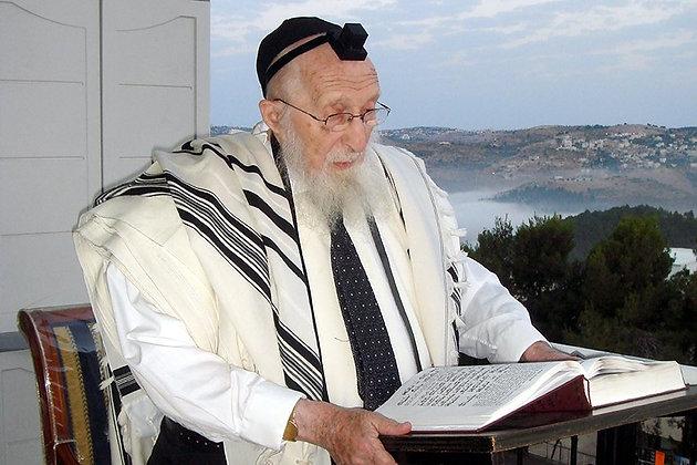 הרב שיינברג מתפלל