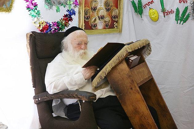 הרב קניבסקי לומד סוכה