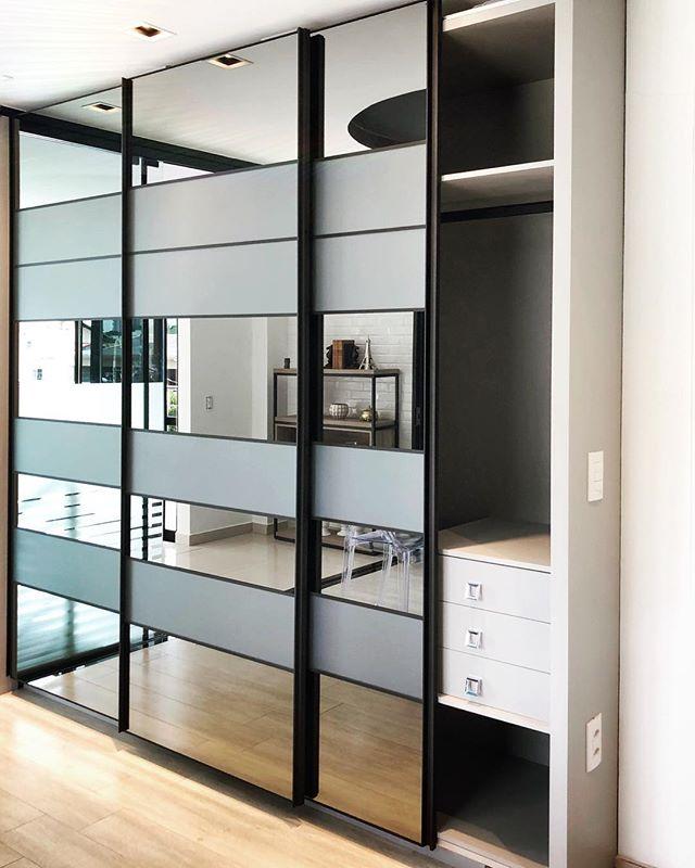 Armário para dormitório com portas suspe