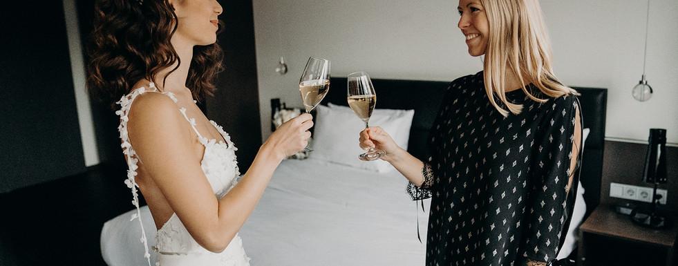 Anstoßen mit der Braut