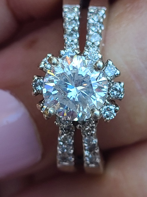 A beautiful  diamond engage ring.
