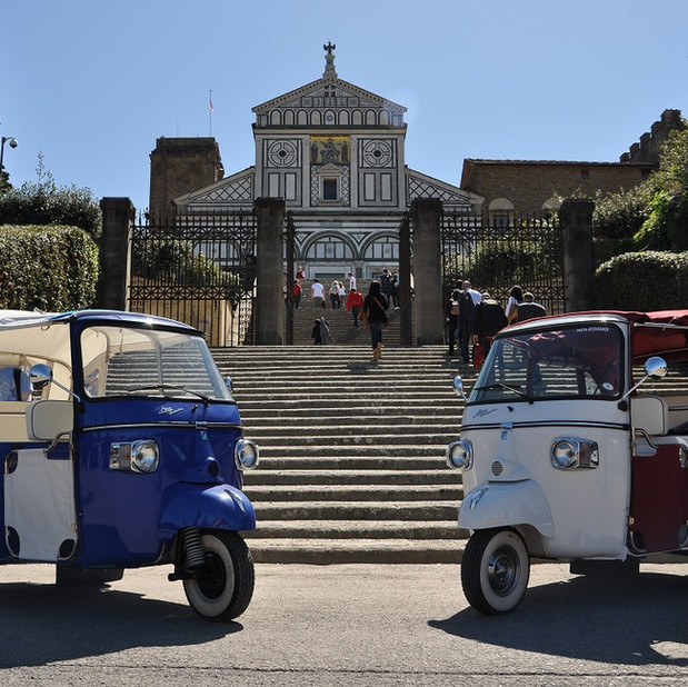 Tuk Tuk in front of Chiesa di San Miniato al Monte , Firenze