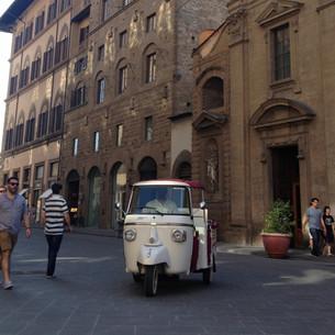 TukTuk in via Tornabuoni, Firenze