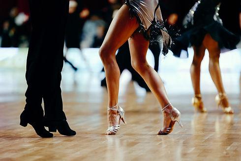 feet pair dancers latino dancing competi