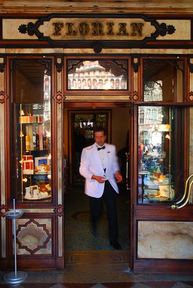 Le Florian, café fondé en 1720 par Floriano Francesconi sur la place Saint-Marc ©Luc Teper