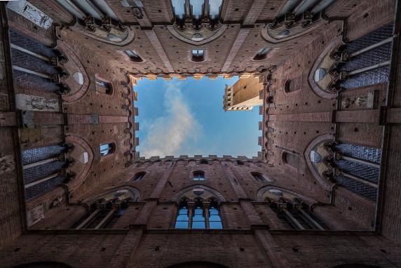 """Cour intérieure du"""" palazzo pubblico"""" de Sienne ©Luc Teper"""