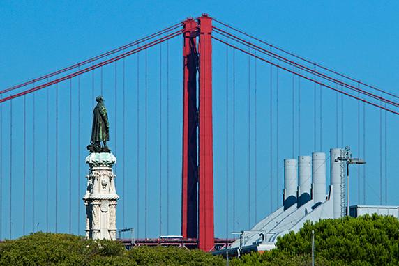 Le pont du 25 avril et statue de Luis de Camoes ©Luc Teper