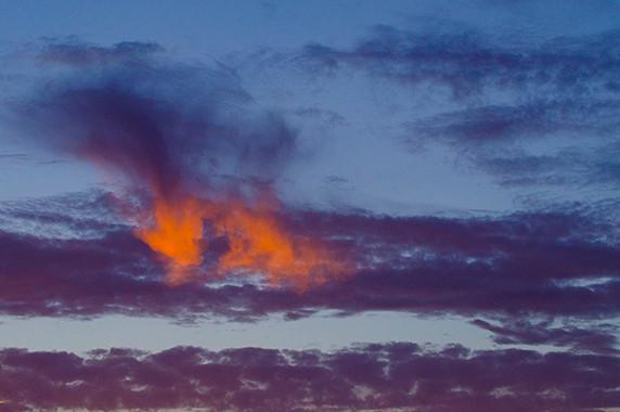 Nuages incendiés par le soleil à Zambujeira do Mar © Luc Teper