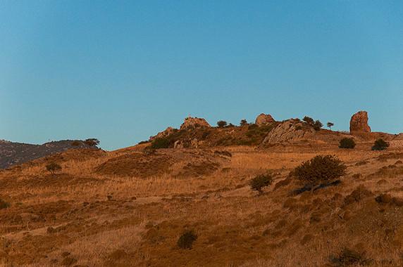Soleil couchant sur les falaises d'Anaxos Skoutarou © Luc Teper