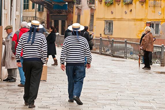 Gondoliers dans le sestiere de San Marco ©Luc Teper