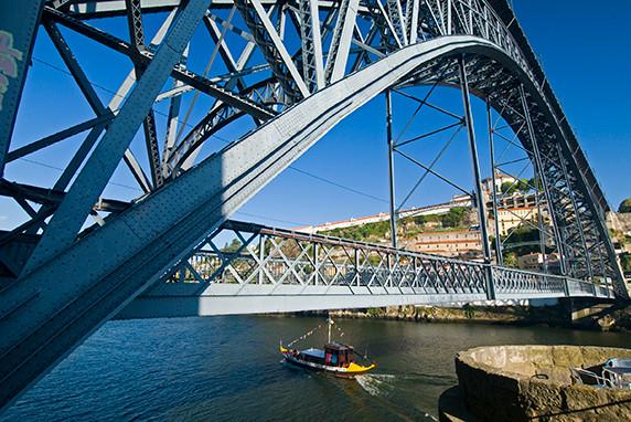 Sous le pont Dom Luis I à Porto ©Luc Teper