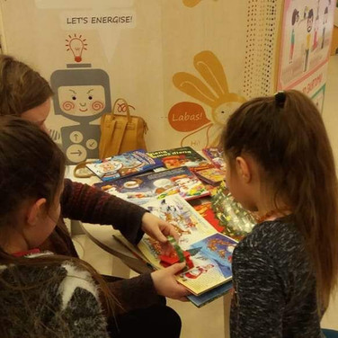 """Vaikų edukaciniame ir pramogų centre """"Curiocity"""" vyko Kauno apskrities viešosios bibliotekos organizuojamas akcijos """"Knygų Kalėdos"""" renginys """"Kalėdų pasakos"""""""