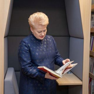 Lietuvos Respublikos Prezidentė Dalia Grybauskaitė apsilankė po rekonstrukcijos atidaromoje Vilniaus apskrities Adomo Mickevičiaus viešojoje bibliotekoje