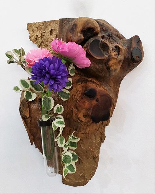 (k) Designed wooden flower vase