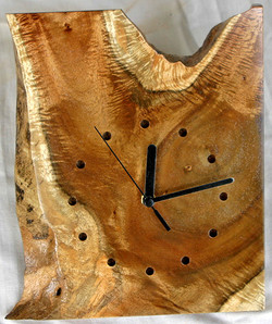 (161f)  Acacia clock