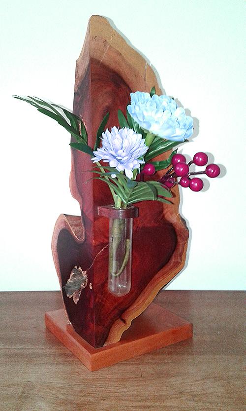 (i) Designed wooden flower vase