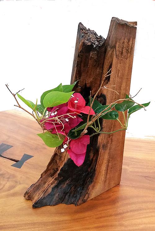(h) Designed wooden flower vase