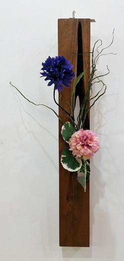 (j) Designed wooden flower vase