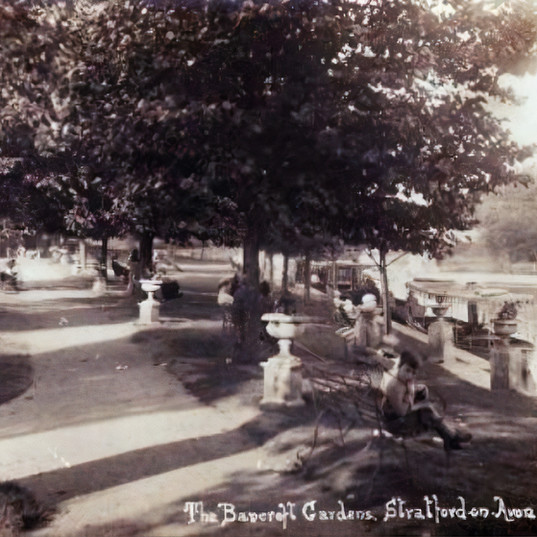 Bancroft Gardens opposite the rowing club in the early 1900s. Note the benches and planters suggesting that it was a special space.