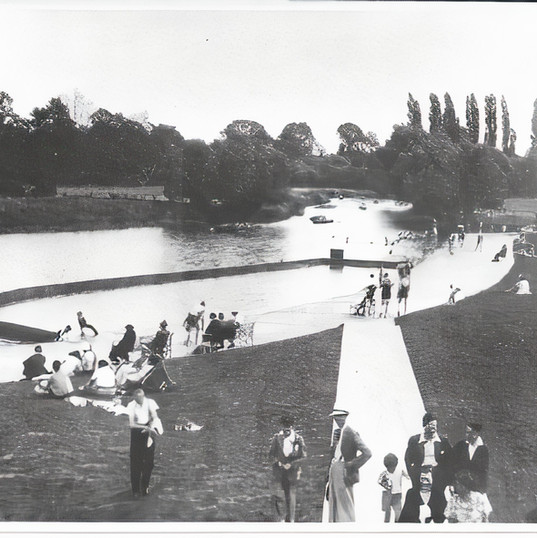 Swimming boom and leisure area at The Old Bathing Place in the 1930s.
