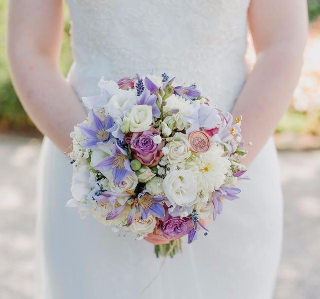 Brautstrauss lila weiss