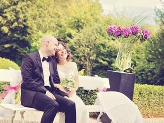 Sara & Michael trauen sich auf Schloss Thunstetten
