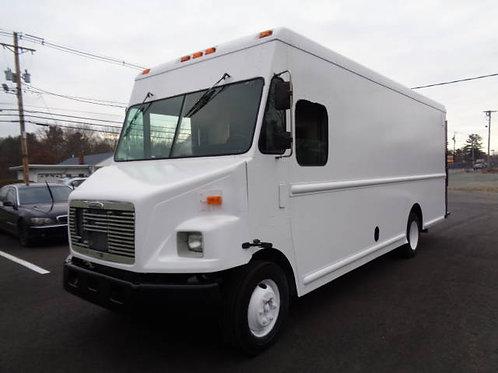 2000 Freightliner MT45 P900 Step Van
