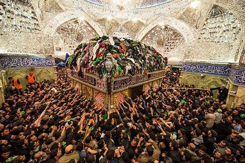ashura-in-karbala-4-5-million-pilgrims-visit-imam-hussain-shrine-1513927383-1110.jpg
