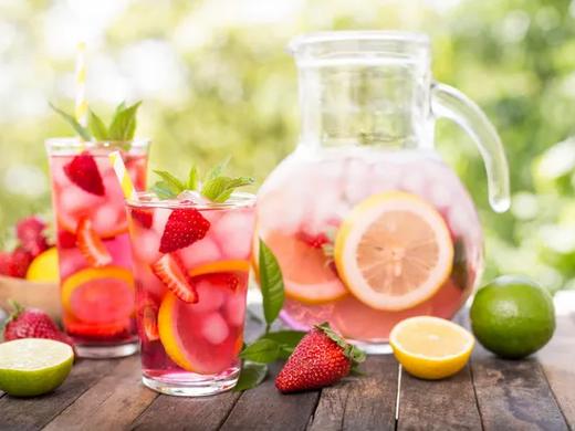 In the Kitchen: World's Best Strawberry Lemonade
