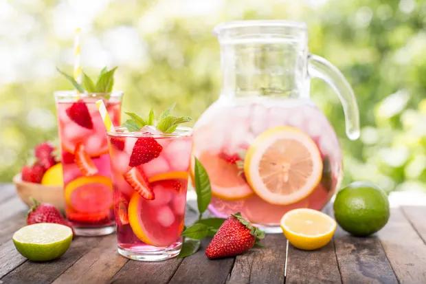 Strawberry lemonade recipe from Epicurious.