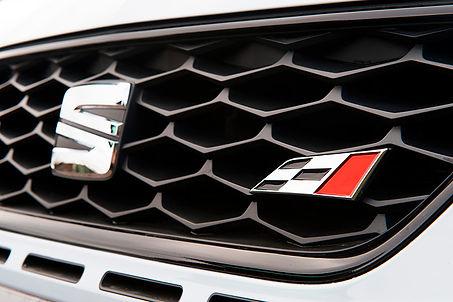SEAT-Leon-Cupra-5p-logo.jpg