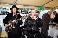 Vinir Dóra Blues band playing
