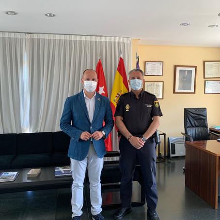 Ray Cazorla, a través de la Fundación ICLF, dona material sanitario a la Policía Nacional de Pozuelo