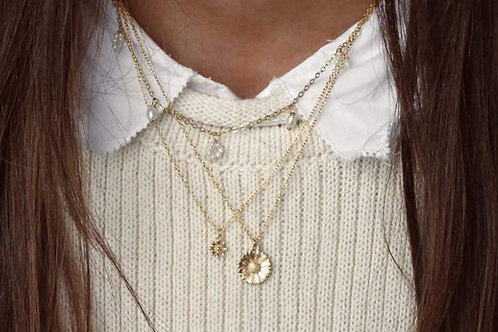 Necklace with big daisy