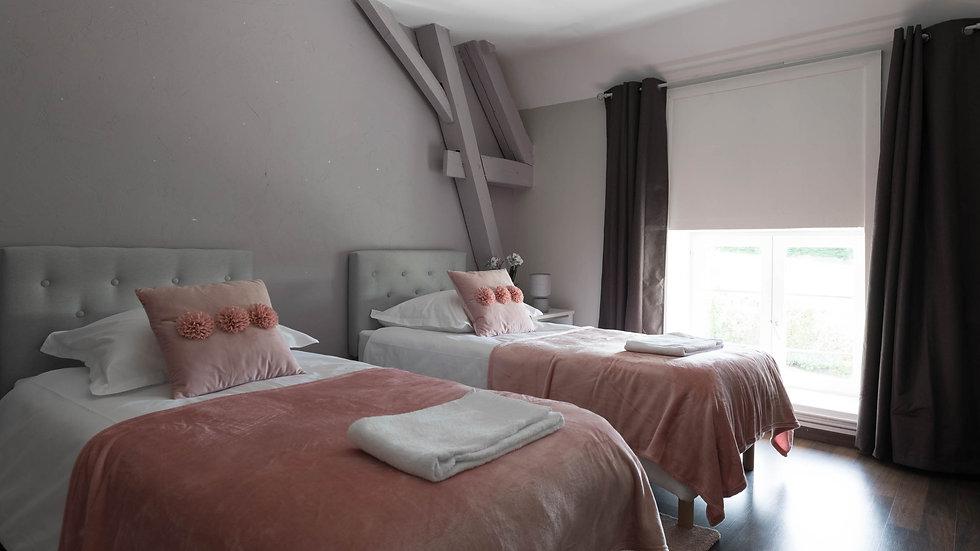 Nuit(s) supp. sans pension, chambre double ou twin, salle de bains à partager