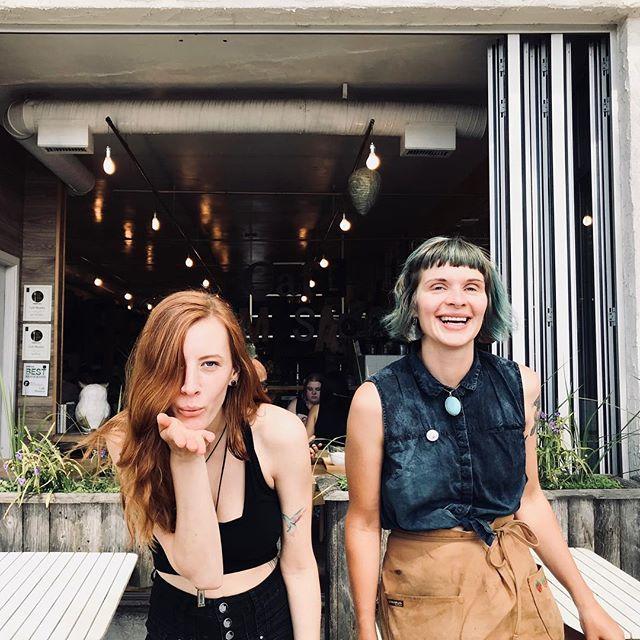 SUMMER HANGS with Hazel and Joanna 🌹💧#