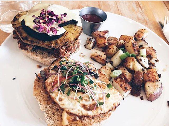 U N I C O R N  B U R G E R _ 📸 _ellaphone 🦄🦄🦄#cafemosaics #summerfoods #canbevegan