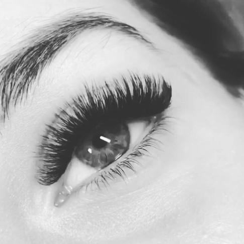Russian Volume Eyelash Extensions Level 3 by Aniya Thuntishar