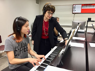Barbara Fast utilizing technology in her piano pedagogy classroom at OU