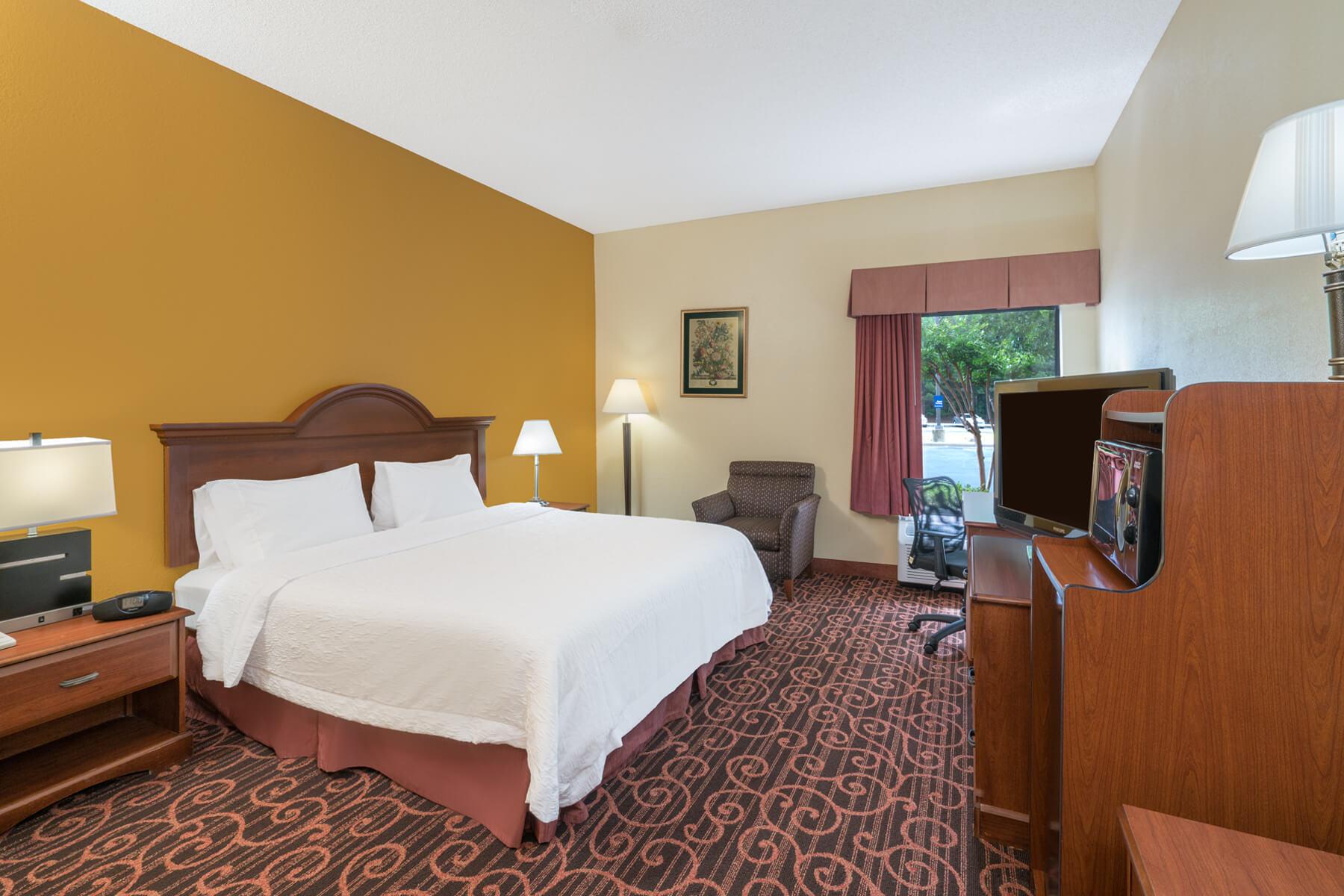 Hamilton Inn Bessemer queen size bedroom