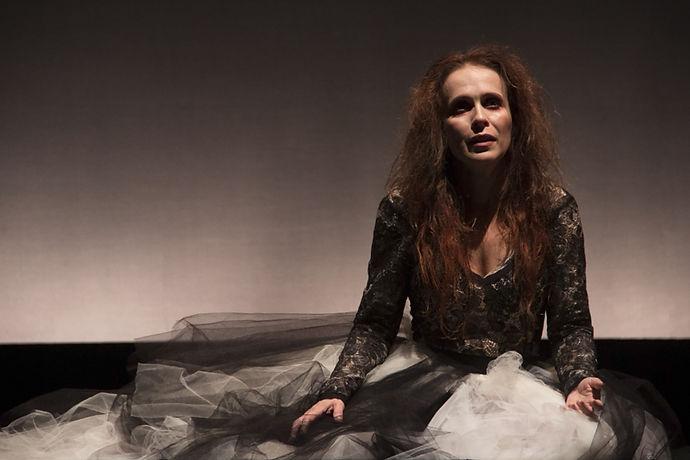 Teatro          Alices  Texto: Jarbas Capusso Filho Direção: Leo Gama
