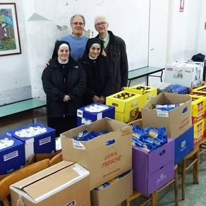 Il Club l'ha consegnata alle suore missionarie  LA SPESA PER LE FAMIGLIE DEL BORGO ANTICO