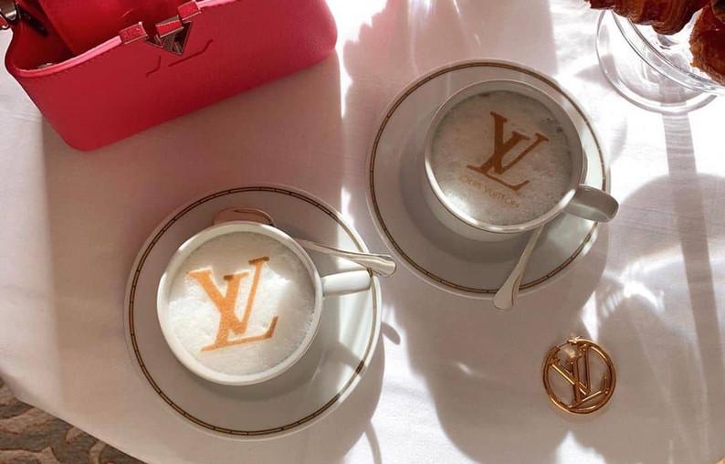 "Leonie Hanne on Instagram_ ""My hotel kno"
